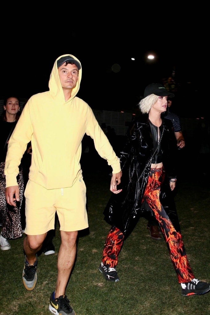 Katy Perry 和 Orlando Bloom 在Coachella音乐节热吻