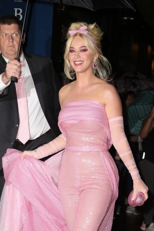 Katy Perry 到达齐格菲尔德剧院 准备出席 FFANY