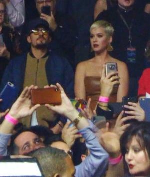 Katy Perry 和 Orlando Bloom 观看 Lady Gaga拉斯维加斯驻唱演出Enigma的首演