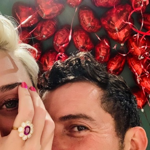 Katy Perry 和 Orlando Bloom 已于情人节订婚