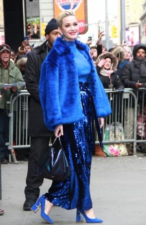 Katy Perry 离开《早安美国》节目录制现场路过时代广场