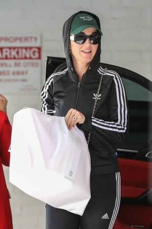 Katy Perry 在贝弗利山庄做美甲