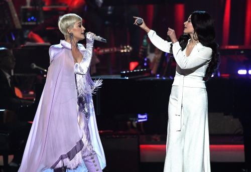 Katy Perry & Kacey Musgraves - Here You Come Again (MusiCares Tribute)