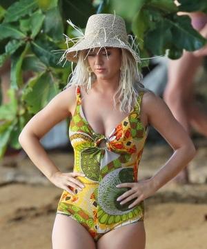 Katy Perry 在夏威夷海滩拍摄MV - 2019年7月1日街拍