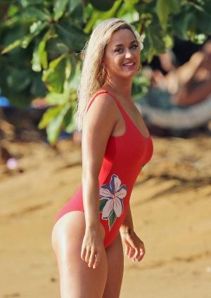 Katy Perry 在夏威夷海滩身穿红衣泳衣拍摄MV 2019年7月2日