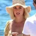 Katy Perry 在西班牙伊维萨岛附近小艇上度假 - 2019年7月28日