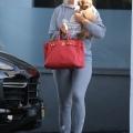 Katy Perry 抱着宠物狗离开办公室 - 2019年8月5日街拍
