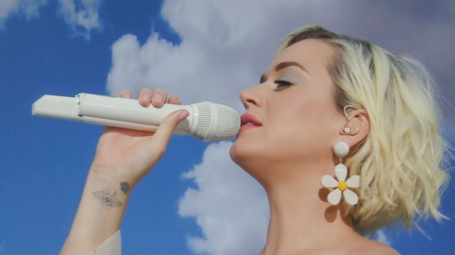 Katy Perry - Daisies (Live on Good Morning America 2020)