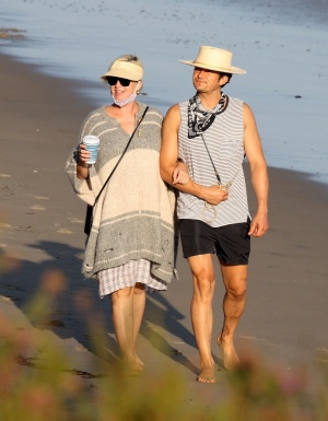 Katy Perry 和 Orlando Bloom 在圣塔芭芭拉沙滩中沐浴阳光 - 2020年7月5日街拍