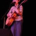 Katy Hudson 在某大学演出