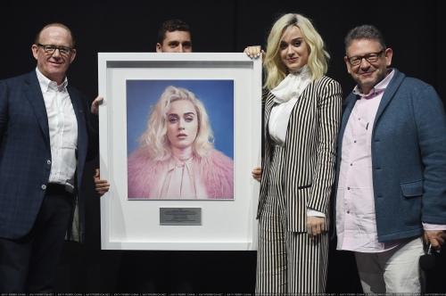 Katy Perry 认证全球4000万专辑销量和1.25亿单曲销量
