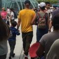 Katy Perry 与 Orlando Bloom 在上海迪士尼游玩 [路人拍摄]