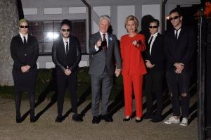 扮演成希拉里克林顿参加Kate Hudsons万圣节派对