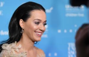 Katy Perry 被UNICEF授予奥黛丽赫本人道主义奖
