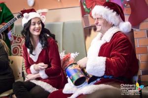 Katy Perry 和 Orlando Bloom 看望洛杉矶儿童医院儿童