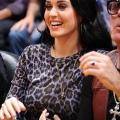 Katy Perry 和父亲观看 湖人vs小牛 球赛