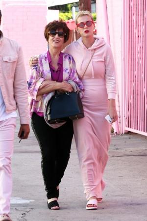 陪母亲和其他家庭成员参观冰淇淋博物馆 过母亲节