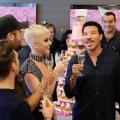 美国偶像节目组为 Katy Perry 举办生日派对
