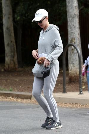 Katy Perry 在巡演间隙外出徒步旅行 - 2018年5月12日街拍
