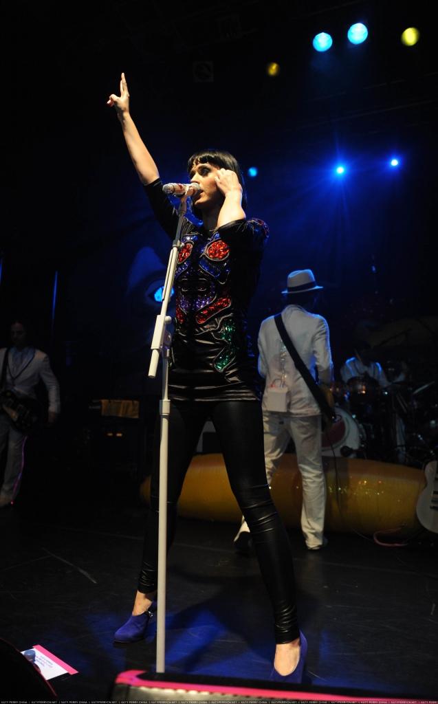 Hello Katy Tour   London, England - Feb 26, 2009