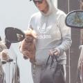 Katy Perry 抱着宠物狗Nugget离开办公室 - 2021年7月13日